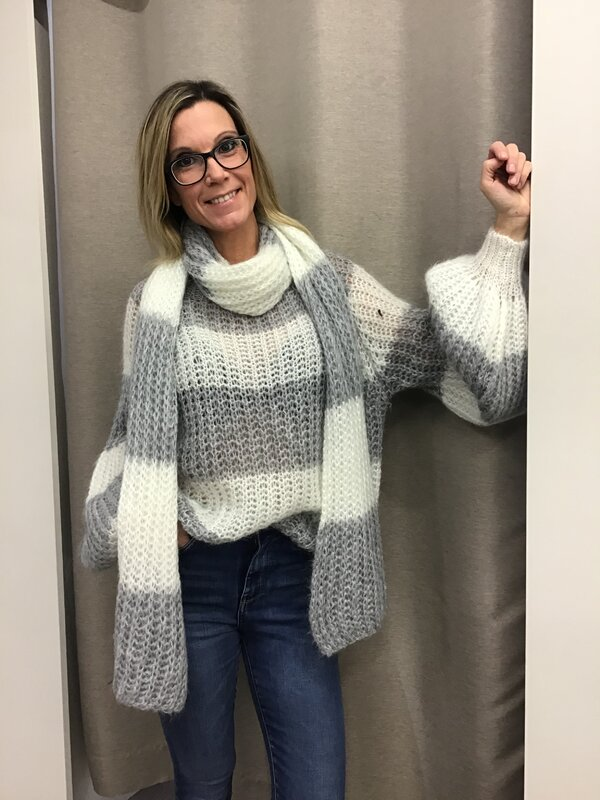 Pull met sjaal grijs wit