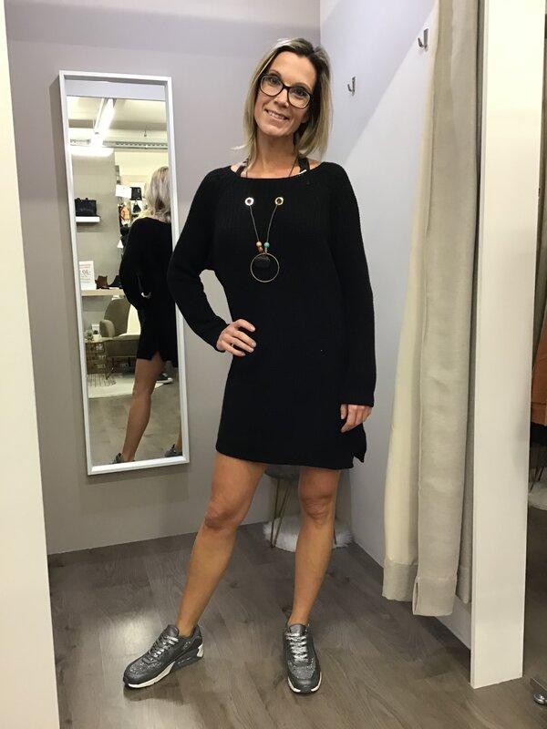 Pull kleedje met ketting zwart