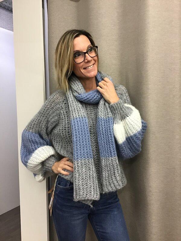 Pull met sjaal blauw grijs