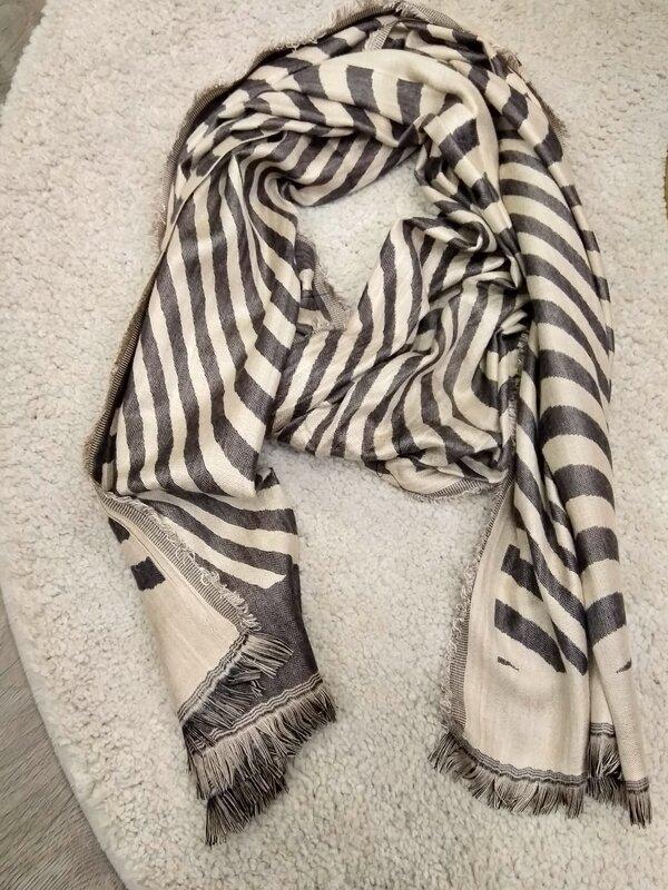 Sjaal met beige en bruine tinten