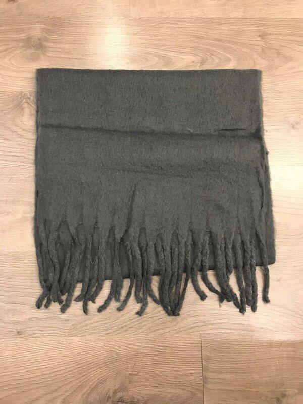 Sjaal in donker grijze kleur