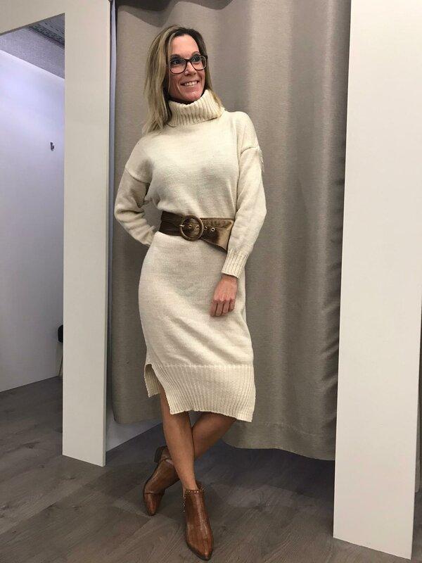 Lange pull-kleedje met rolkraag beige