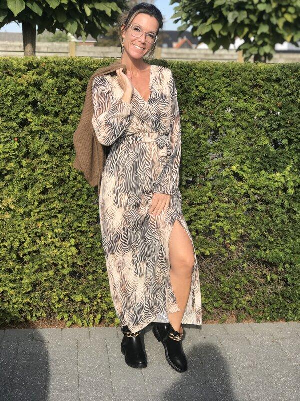 Lang kleed in zwart camel beige print