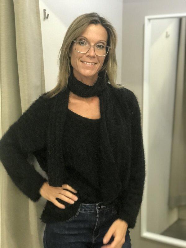 Fluffy pull met sjaal in zwart
