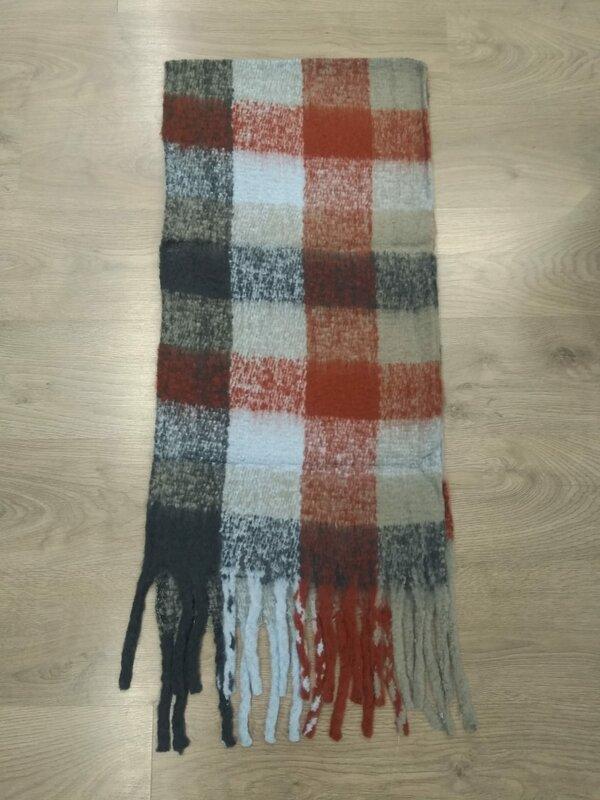 Dikke sjaal in donker blauw licht blauw en bordeaux tintjes