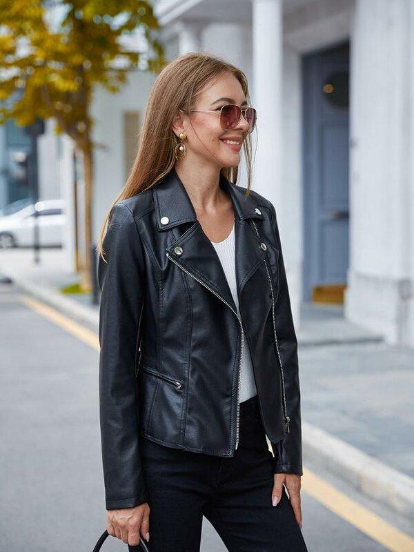 Zwart jasje in leder- look