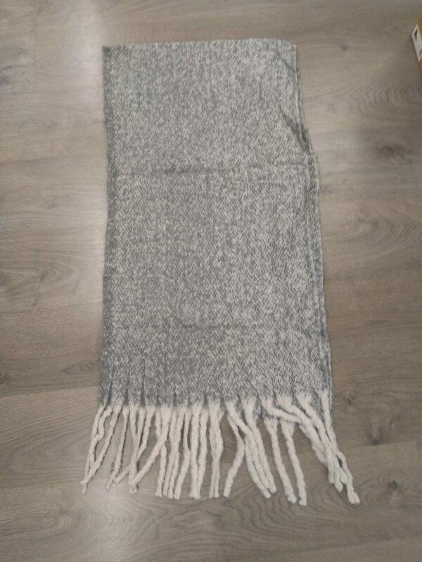 Dikke sjaal in grijze beige tintjes