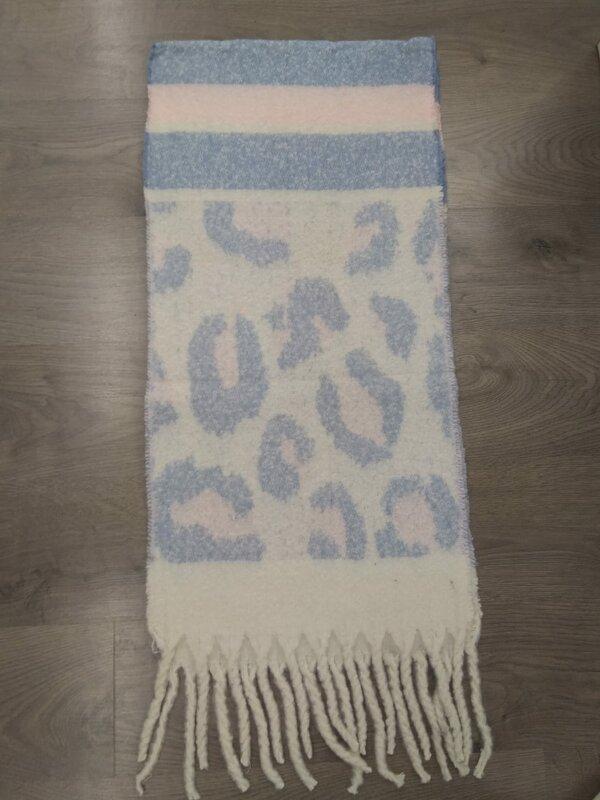 Dikke sjaal in beige licht blauw roze tint