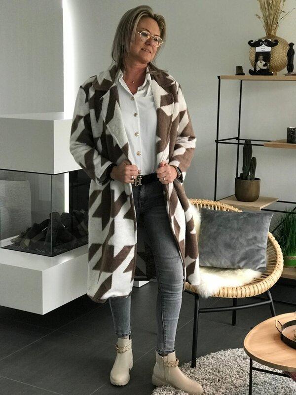 Lange jas in bruin beige tekening